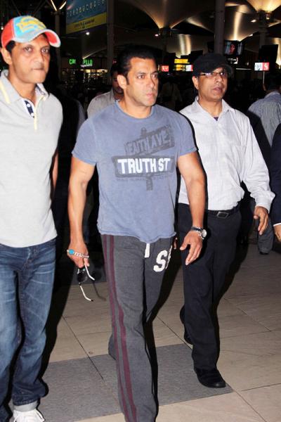 Salman Khan Nice Look At Mumbai Airport Returning From Hyderabad