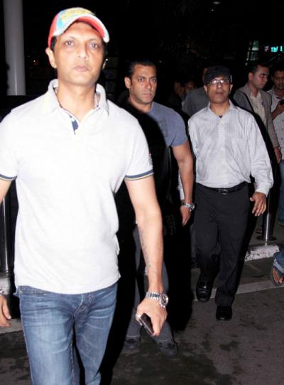 Salman Khan Snapped At Mumbai International Airport Returning From Hyderabad