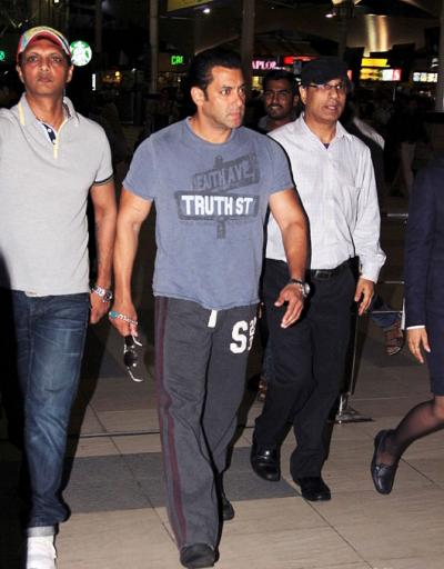 Salman Khan Stylish Look At Mumbai Airport During Return From Hyderabad
