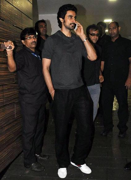 Kunal Kapoor Spotted At Aamir's House For Party