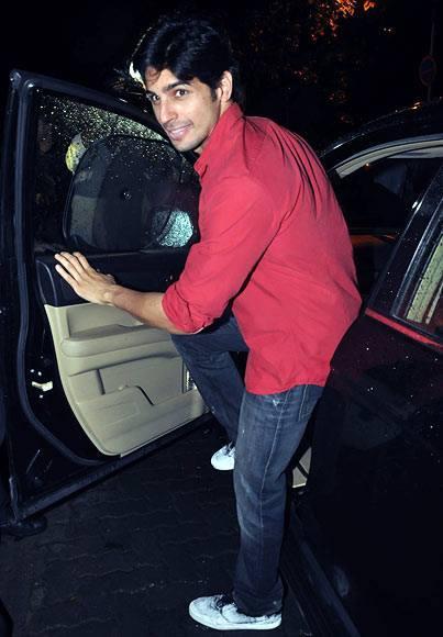 Siddharth Malhotra Graced Aamir Khan Party