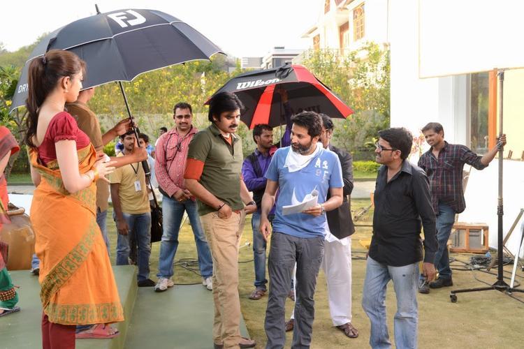 Attarintiki Daredi Movie Pawan Kalyan Rain Pic