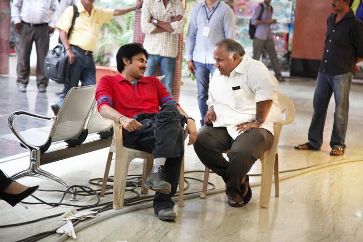 Attarintiki Daredi Movie Pawan Kalyan Sets Pic