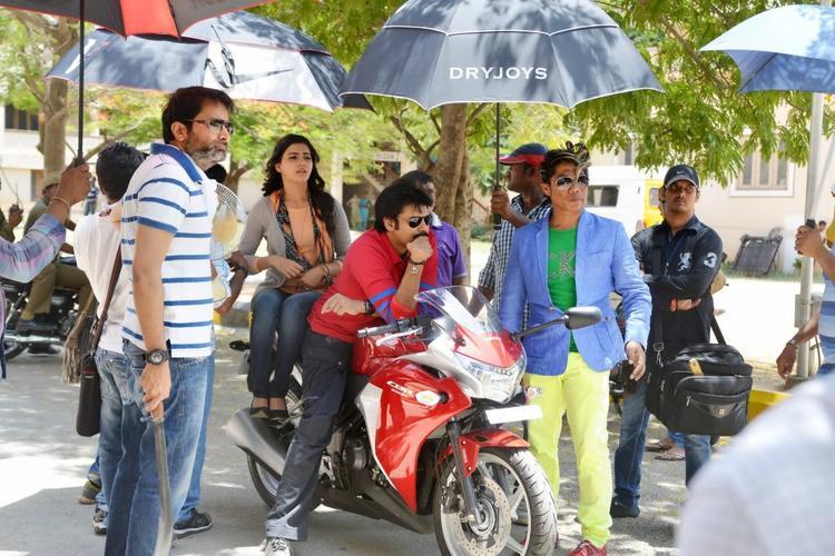 Pawan Kalyan And Samantha On Bike During The Sets