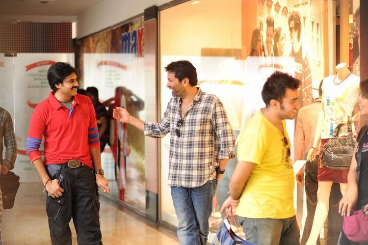 Pawan Kalyan Attarintiki Daredi Movie Shooting Set Still