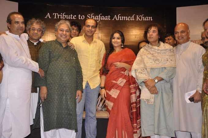 Ashutosh,Vidya,Zakir And Others Posed At Zakir Hussain Live Musical Concert 2013