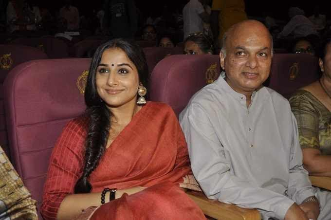 Vidya Balan Graced At Zakir Hussain Live Musical Concert 2013