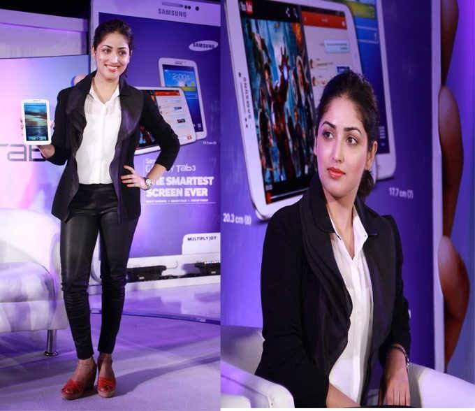 Yami Gautam Glamour Look Posed With Samsung Galaxy Tablet 3 At The Launch Of Samsung Galaxy Tablet 3