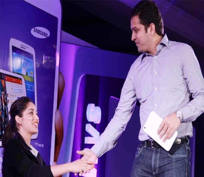 Yami Gautam Shakes Her Hands At The Launch Of Samsung Galaxy Tablet 3