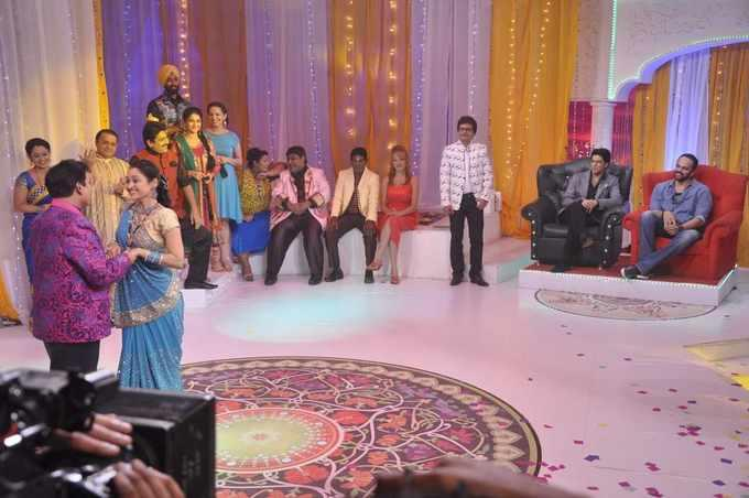 SRK And Director Rohit Promoted His Upcoming Film Chennai Express On The Sets Of Popular Show Tarak Mehta Ka Ulta Chashma