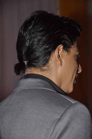 SRK Cool Tiny Pony Hair Style On The Sets Of Tarak Mehta Ka Ooltah Chashmah During The Promotion Of Chennai Express