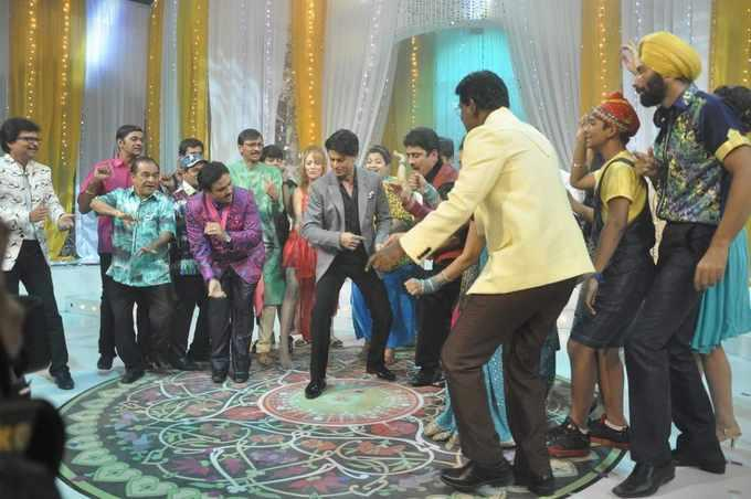 SRK Perfomed Dance With Serial Artists On The Sets Of Tarak Mehta Ka Ooltah Chashmah