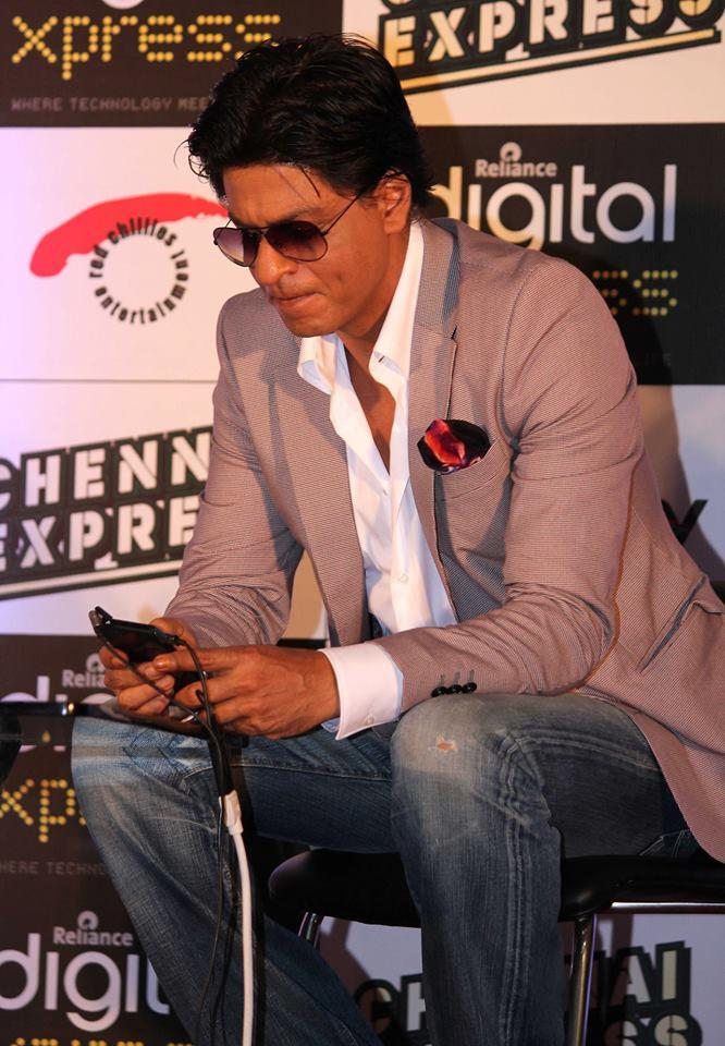 SRK Launched The Disney Game For Chennai Express
