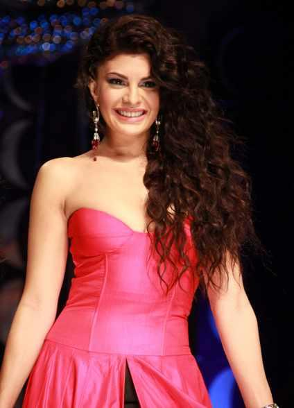 Jacqueline Fernandez Looking Gorgeous In Pink Strapless Dress At IBFW