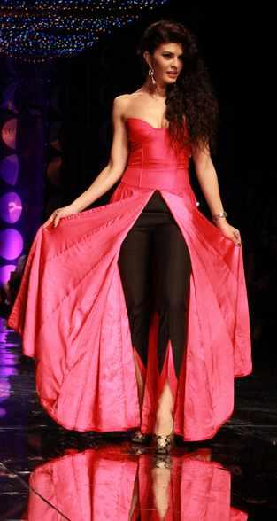 Jacqueline Fernandez Walks The Ramp For Jyotsna Tiwari At IBFW
