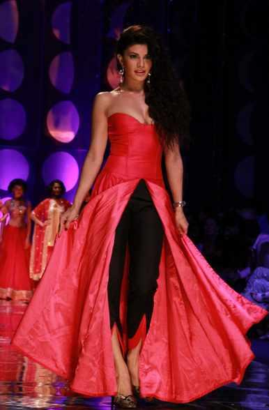 Jacqueline Fernandez Was The Show Stopper Who Walked The Ramp At IBFW 2013
