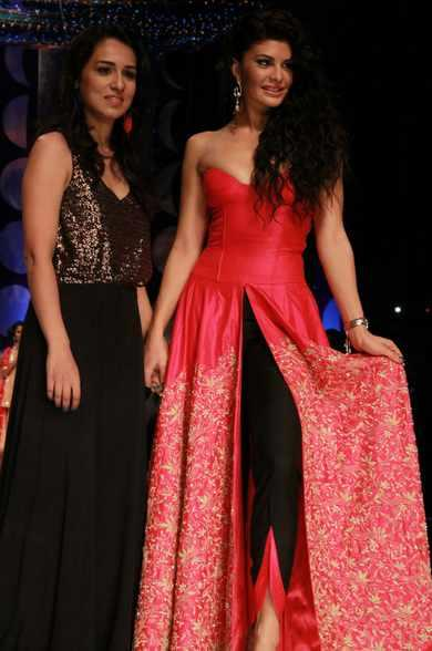 Jacqueline Fernandez Was The Showstopper For Jyotsna Tiwari At Day 2 Of IBFW 2013