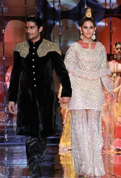 Prateik And Amyra Dastur Showstoppers For Rina Dhaka At IBFW Delhi 2013