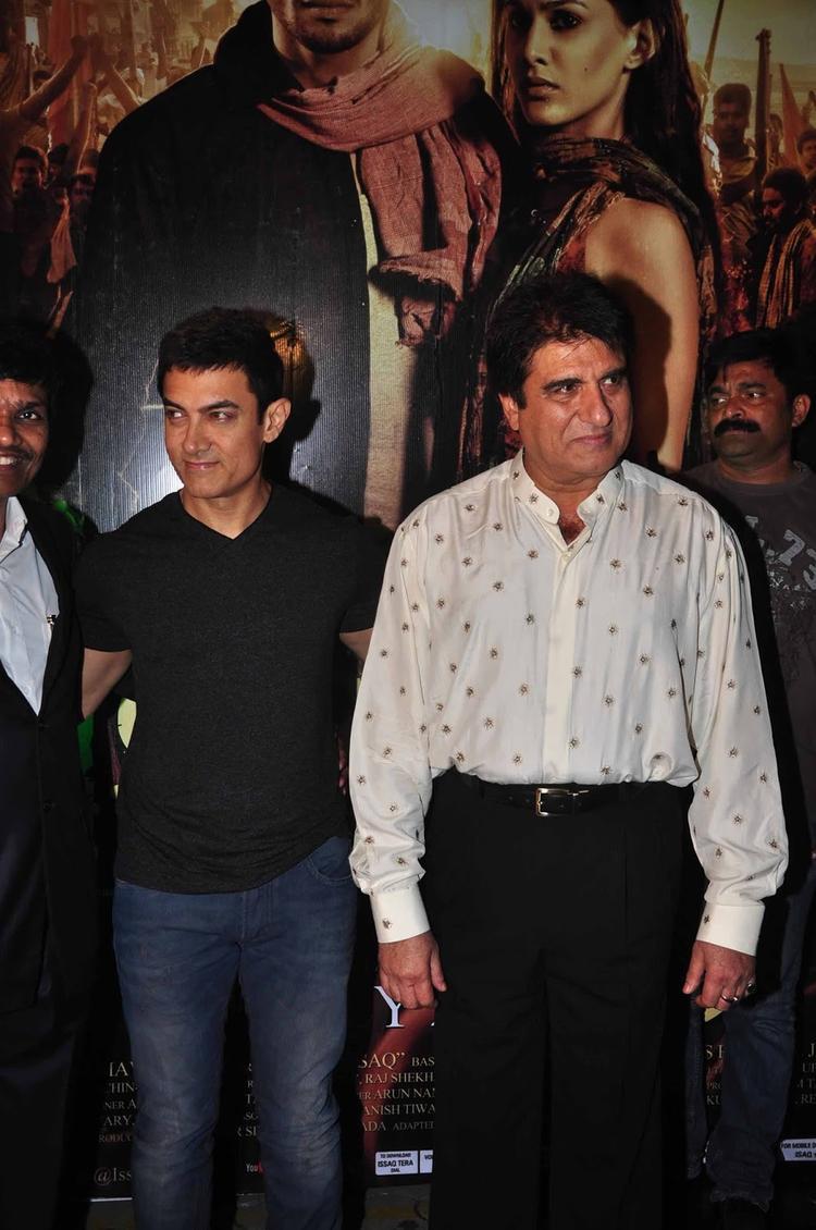 Aamir Khan And Raj Babbar At Premiere Of  Issaq