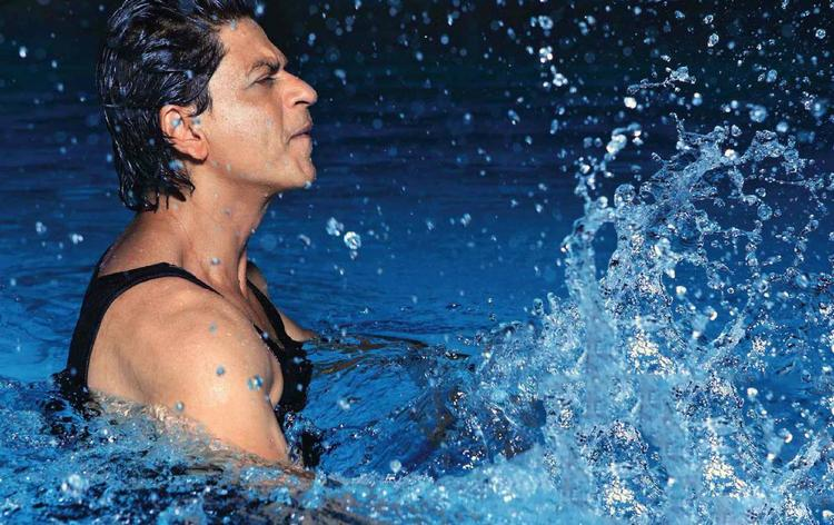 SRK Hot Body Look In Water Photo Shoot For Filmfare Magazine August 2013 Issue