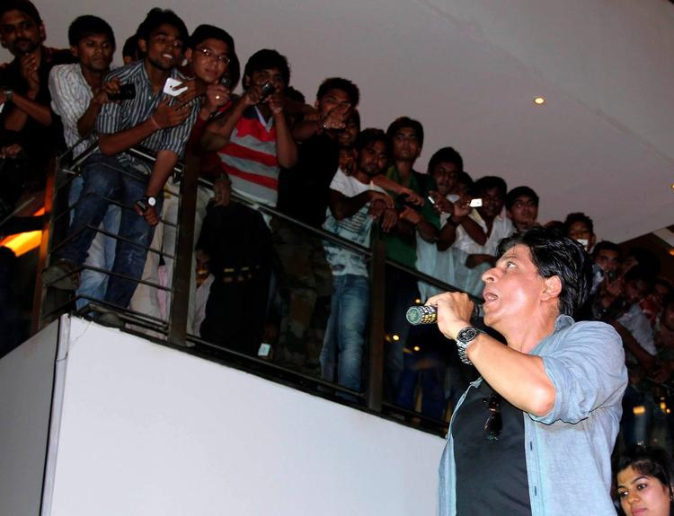 SRK Promotes His Upcoming Flick Chennai Express At Ahmedabad