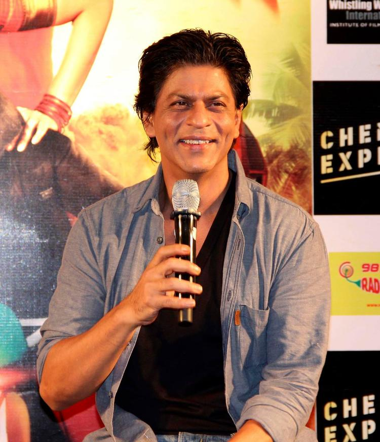 SRK Smiling Cute Look At Ahmedabad During The Promotion Of Chennai Express