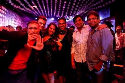 Exclusive Pic Of Akshay,Sonakshi,Honey,Ashwin,Anthony And Sumit Dutt On BOSS Song Sets