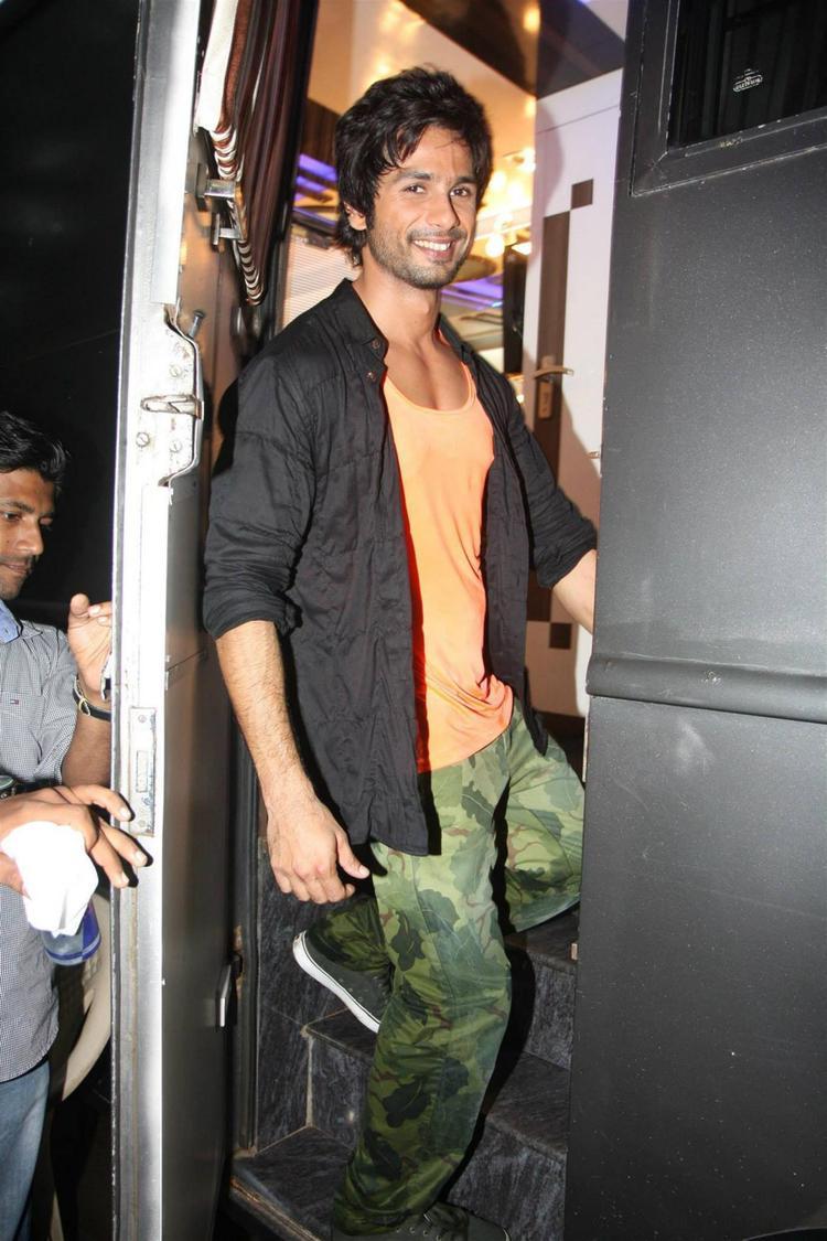 Shahid Kapoor Cute Smiling Look At Mehboob Studios In Bandra, Mumbai