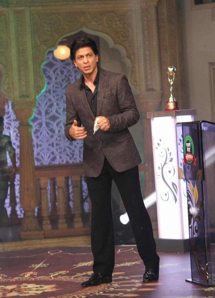 Shahrukh Khan Dappers Look During The Promotion Of Chennai Express On The Sets Of Diya Aur Baati Hum