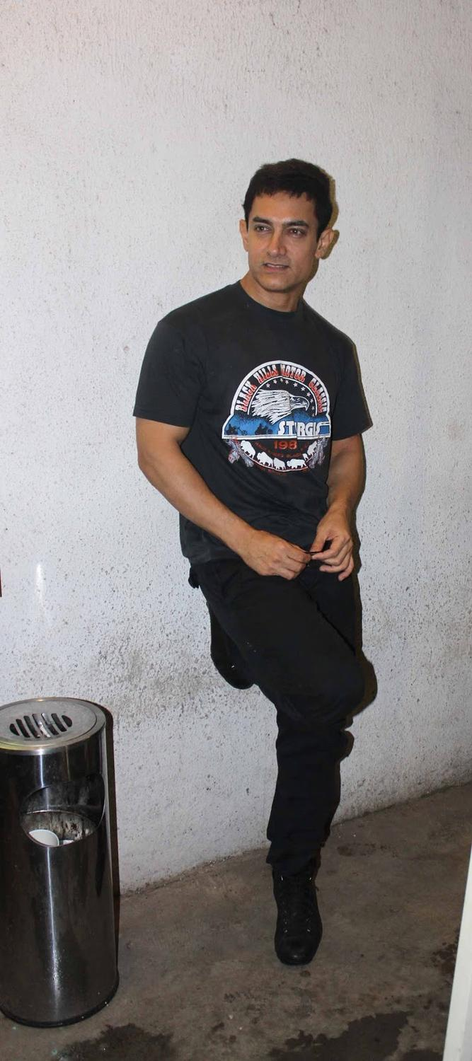 Aamir Khan Was Spotted In Reliance Mediaworks While Dubbing For His Film Peekay
