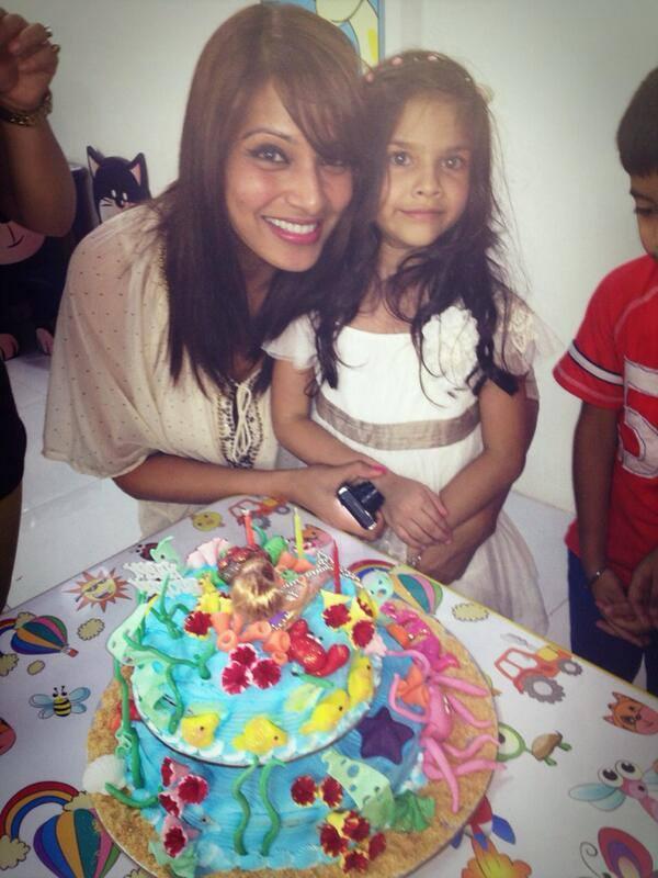 Bipasha Basu,Nia And Beautiful Birthday Cake Pic