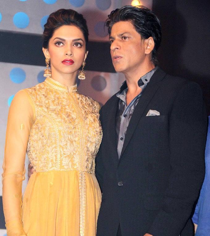 Deepika And SRK Dazzling Posed For Camera During The Promotion Of Chennai Express On The Sets Of Madhubala Ek Ishq Ek Junoon