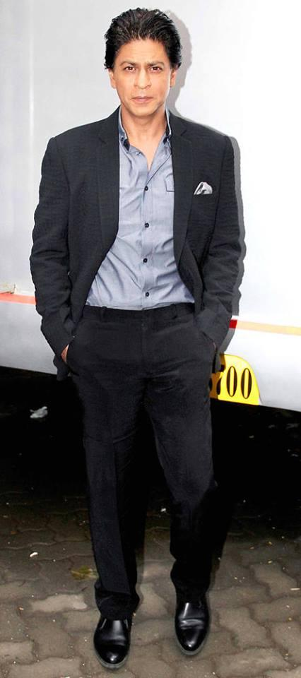 SRK Dappers Pose In Suit On The Sets Of Madhubala Ek Ishq Ek Junoon During The Promotion Of Chennai Express