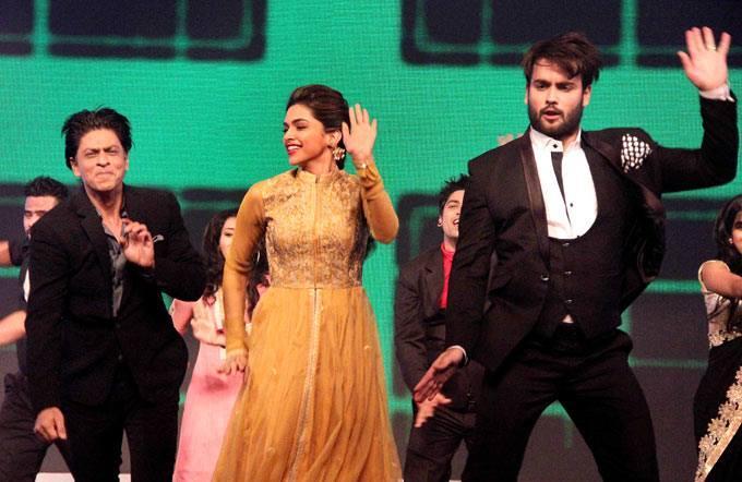 SRK,Deepika And Vivian Cool Performed On The Sets Of Madhubala Ek Ishq Ek Junoon During The Promotion Of Chennai Express