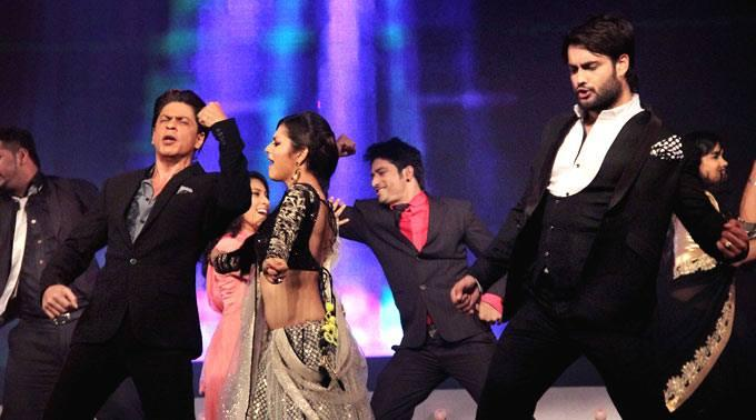SRK,Drashti And Vivian During The Promotion Of Chennai Express On The Sets Of Madhubala Ek Ishq Ek Junoon