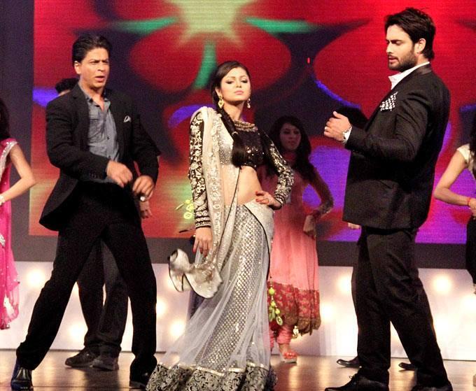 SRK,Drashti And Vivian Shake Their Legs On The Sets Of Madhubala Ek Ishq Ek Junoon During The Promotion Of Chennai Express