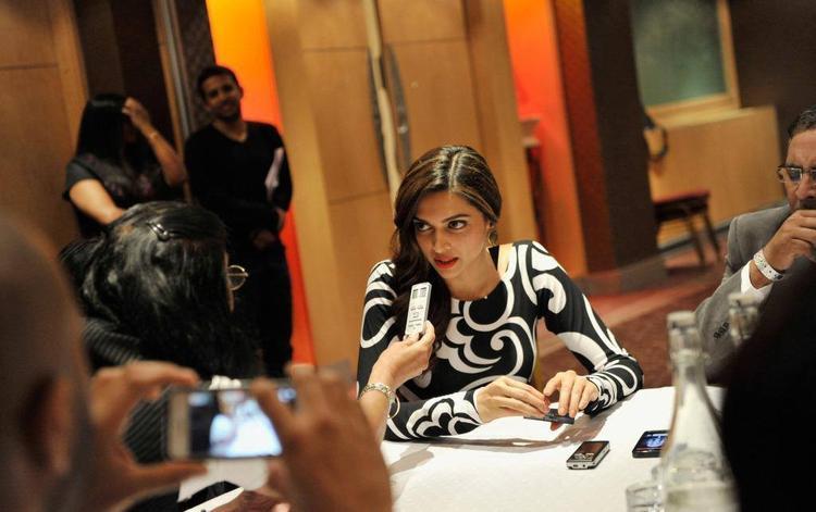 Deepika Padukone Speaking Look During The Promotion Of Chennai Express At London