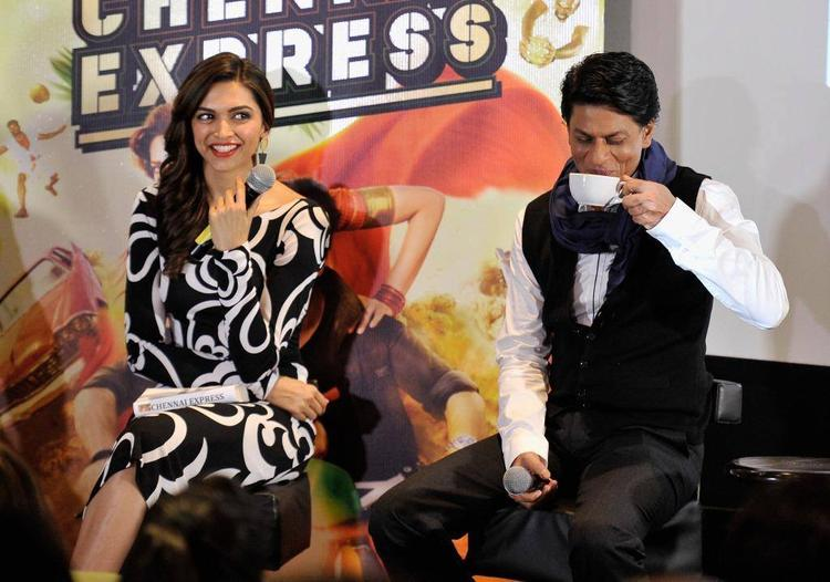 Deepika Smiling Look And SRK Take Coffee During The Promotion Of Chennai Express At London