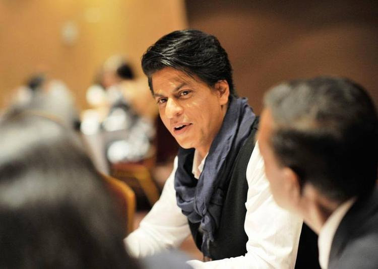 SRK Dazzling Look At London During The Promotion Of Chennai Express