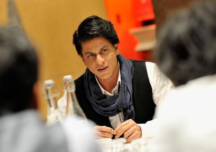 SRK Dazzling Smart Look During The Promotion Of Chennai Express At London
