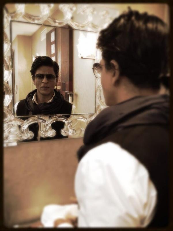 SRK Stylish Photo Shoot During The Promotion Of Chennai Express In London