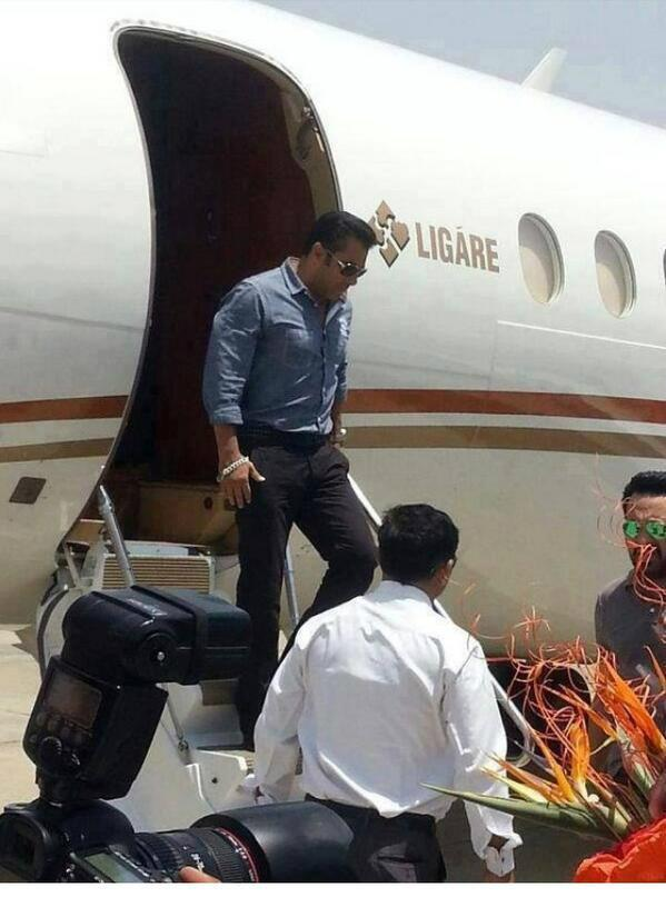 Salman Khan Arrived Glasgow For The Shoot Of Upcoming Movie Kick