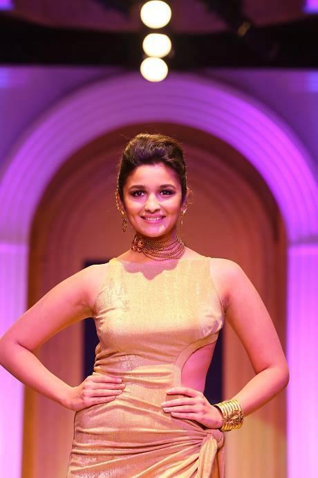 Alia Bhatt Looking Gorgeous On Ramp At The India Bridal Fashion Week