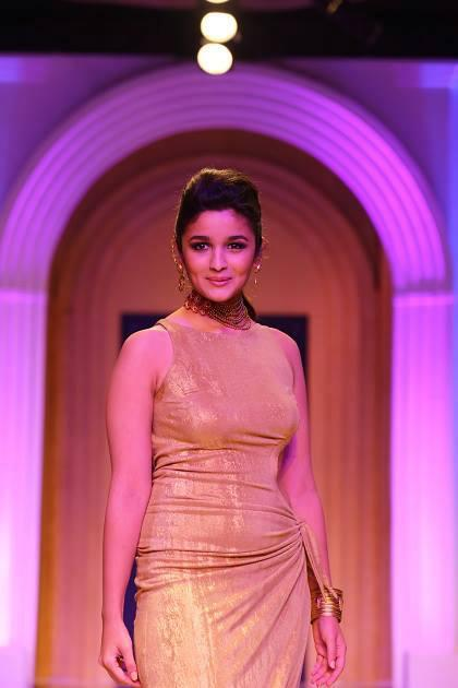 Alia Bhatt Showstopper For Azva Launch Of New Gold Bridal Jewellery Collection