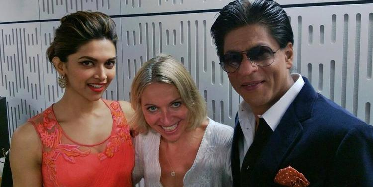 Deepika And SRK Smiling Cool Pose During Chennai Express Premiere At Cineworld Feltham In London