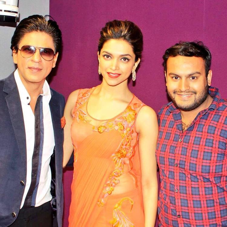 SRK And Deepika Dazzling Sexy Look During Chennai Express Premiere At Cineworld Feltham In London