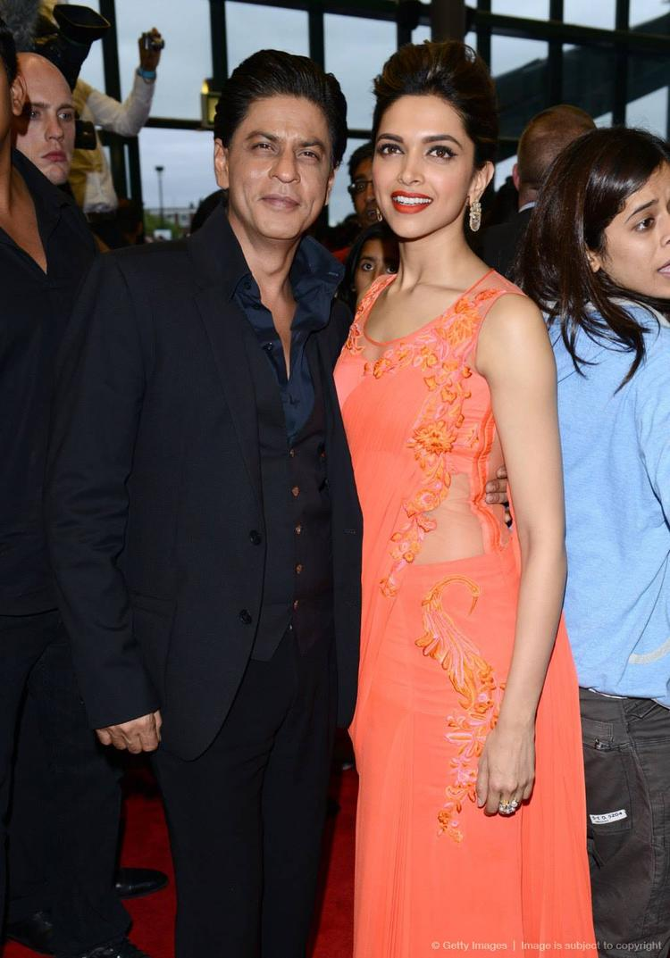 SRK And Deepika Strike A Pose For Camera At Cineworld Feltham In London During The Promotion Of Chennai Express