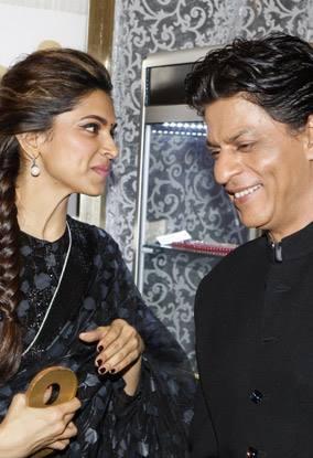 Deepika And SRK Laughing Pose During The Promotion Of Chennai Express At Dubai