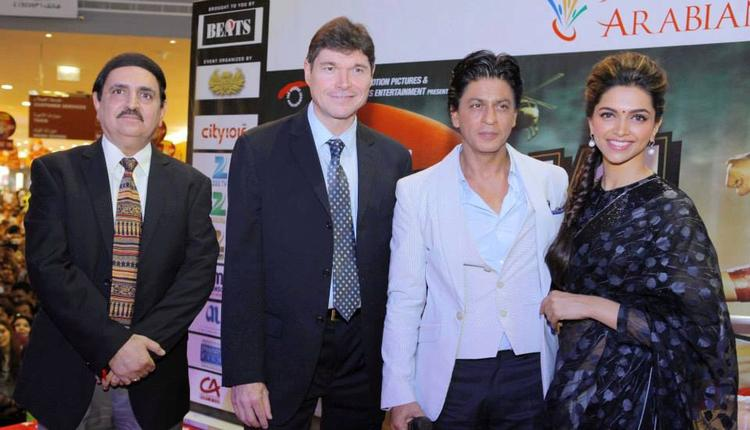 SRK And Deepika Clicked During The Promotion Of Chennai Express At Dubai