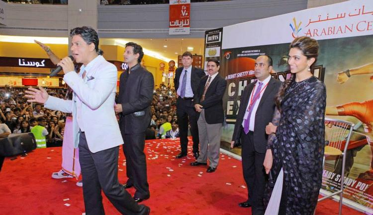 SRK And Deepika Promote During The Promotion Of Chennai Express At Dubai